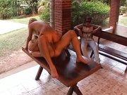 Sexy Latina wird im schönen Erotik Film so richtig heftig in die feuchte Muschi gefickt